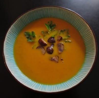 Karotten-Maronisuppe mit Rosmarin